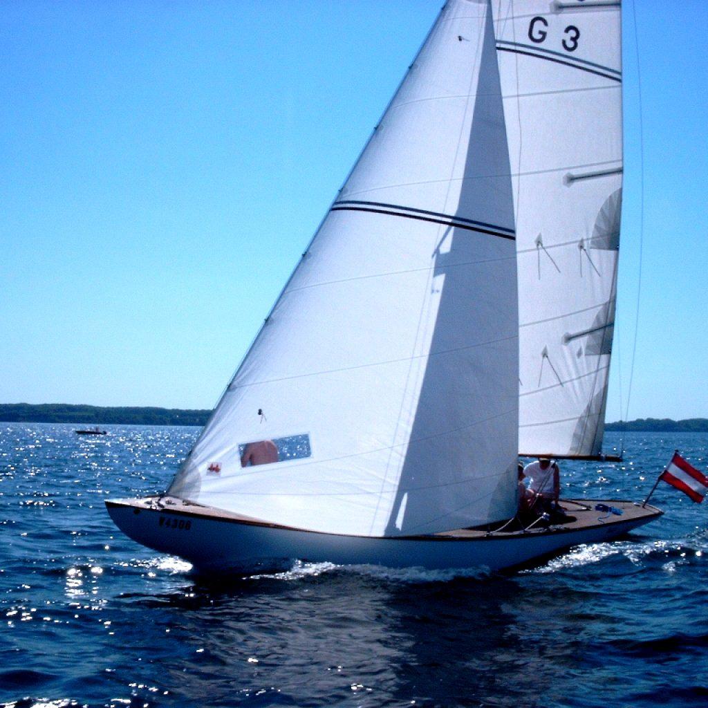 klassische Segeljacht mr5 Sutje des ASV Stuttgart am Wind
