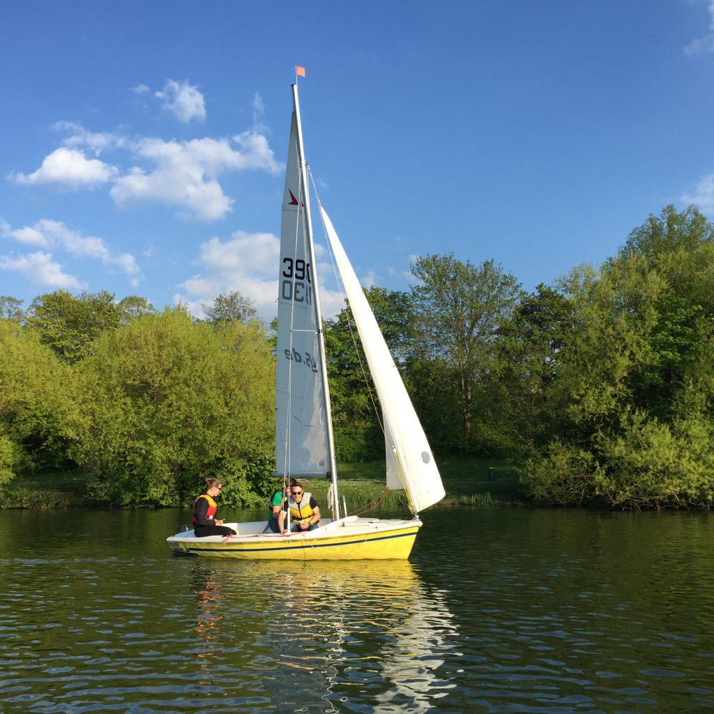 ASVS Studentensegeln Flying Sailor in Sonne auf Max-Eyth-See