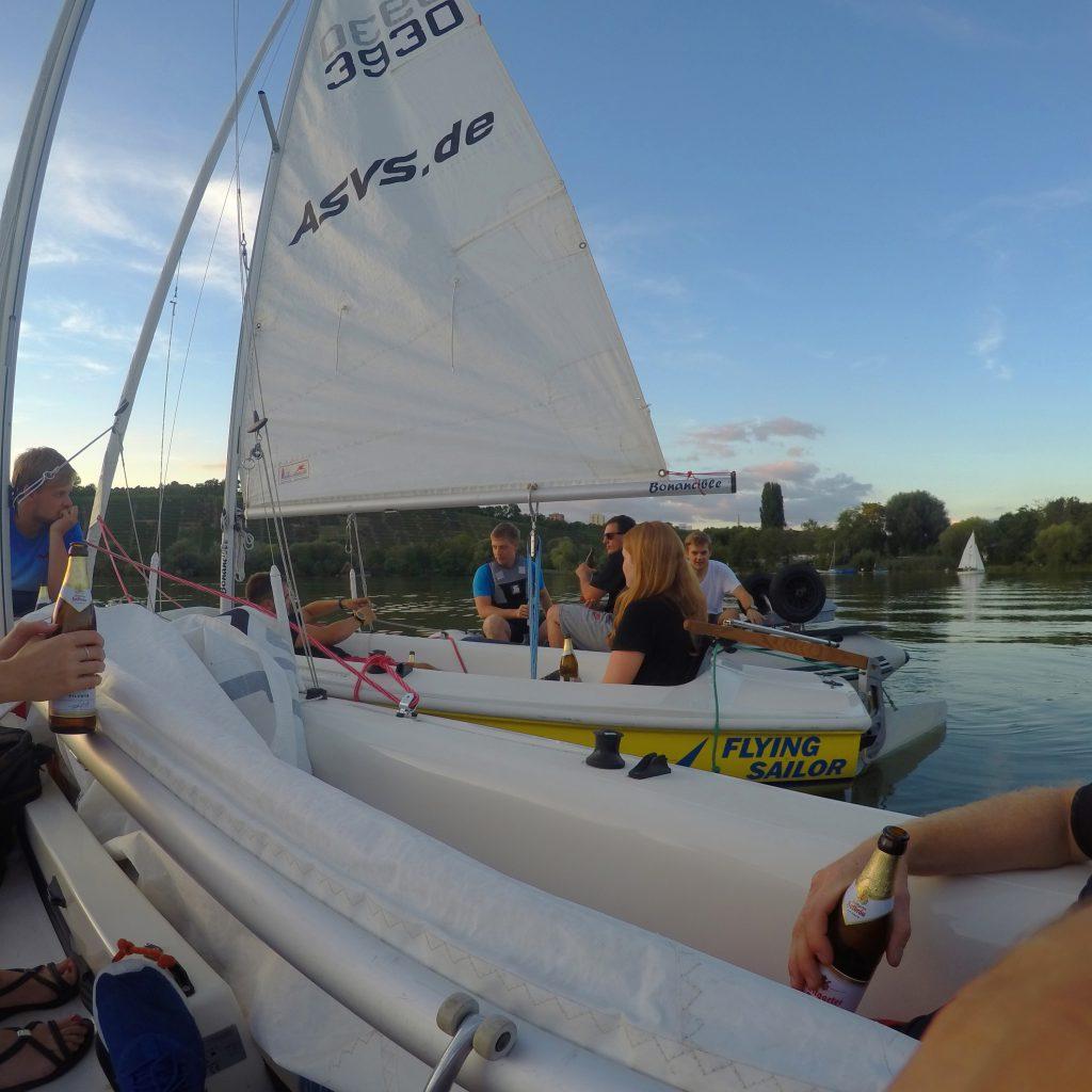 ASVS Studenten bei Feierabendbier und Sonnenuntergang auf Max-Eyth-See