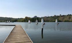 Kinder und Jugendliche der ASVS Stuttgart segelt mit den Optimisten auf dem Max Eyth See